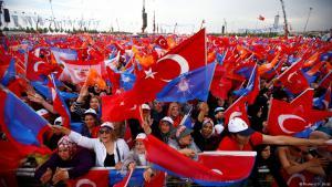 Anhänger des türkischen Präsidenten Recep Tayyip Erdoğan bei einer Wahlveranstaltung in Istanbul am 17. Juni 2018; Foto: Reuters/Osman Orsal