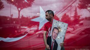 Anhänger des türkischen Präsidenten Recep Tayyip Erdoğan bei einer Wahlveranstaltung in Istanbul am 24. Juni 2018; Foto: picture-alliance/dpa