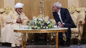 Gemeinsame strategische Interessen: Der sunnitische Sultan Omans, Qabus ibn Said, trifft sich mit dem schiitischen iranischen Außenminister Mohammad Javad Zarif in Teheran; Foto: mehr