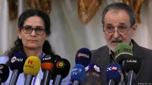 """Ilham Ahmed und Riad Darar, stellevertretende Vorsitzende des """"Demokratischen Rats Syriens"""" (SDC)  in Tabqa, Syrien, am 16. Juli 2018; Foto: Reuters/Rodi Said"""