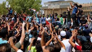 Proteste irakischer Bürger in Basra gegen die irakische Zentralregierung am 15. Juli 2018; Foto: picture-alliance/AP Photo