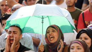 Ägyptische Jugendliche demonstrieren in Kairo; Foto: dpa
