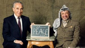 Jassir Arafat und Shimon Peres; Foto: picture-alliance/Pressens Bild Scanpix AB