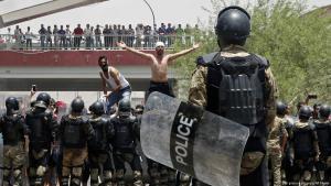 Jugendproteste gegen die Regierung in der südirakischen Stadt Basra; Foto: AP/picture-alliance