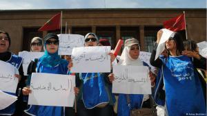 Marokkanische Frauen demonstrieren vor dem Parlament in Rabat gegen die grassierende Jugendarbeitslosigkeit in ihrem Land; Foto: Asmae Boukhems