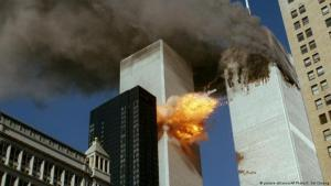 Anschläge auf das World Trade Center am 11. September 2001; Foto: picture-alliance/AP/C. Soi Cheung