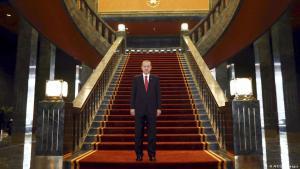 Der türkische Präsident Recep Tayyip Erdoğan am 29. Oktober 2014 im neuen Präsidentenpalast in Ankara; Foto: AFP/Getty Images