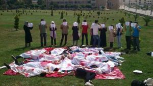 Studenten erinnern an Proteste gegen das Assad-Regime an der Universität Aleppo am 4. Juni 2012 (Foto: Reuters).