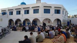 Muslime beten zum Eid ul-Adha in der Assalema Mosque, Ariana, einem Vorort von Tunis; Foto: DW/M. Mahjoub