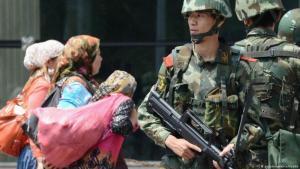Starke Militärpräsenz in Xinjiang (Foto: picture-alliance/Kyodo)