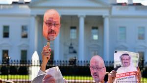 Demonstranten der Organisation Code Pink vor dem Weißen Haus in Washington fordern Aufklärung im Fall Jamal Khashoggi (imago stock&people / Kevin Dietsch)