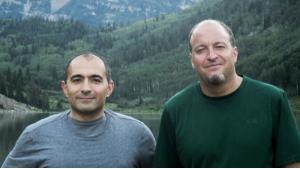 Die beiden Politikwissenschaftler Nader Hashemi (links) und Danny Postel (rechts); Foto: privat