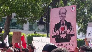 """Proteste gegen Tunesiens Regierung unter Präsident Beji Caid Essebsi: """"Ich liebe Korruption"""" steht auf einem der Transparente der Demonstranten; Foto: S. Mersch/DW"""