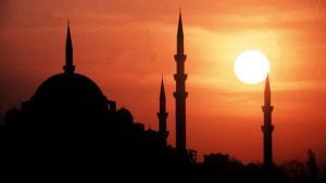 Sonne hinter den Minaretten von Istanbul; Foto: dpa