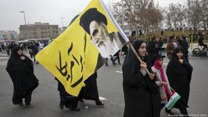 Anhängerinnen Ayatollah Khomeinis in Teheran; Foto: picture-alliance/AP/V.Salemi