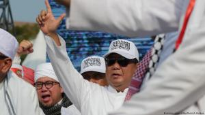 Indonesischer Präsidentschaftskandidat Prabowo Subianto demonstriert gemensam mit radikalen Islamisten während einer Veranstaltung für die Verurteilung des christlichen Ex-Gouverneurs von jakarta, Ahok, wegen angeblcher Blasphemie; Foto: picture-alliance/NurPhoto/A. Raharjo