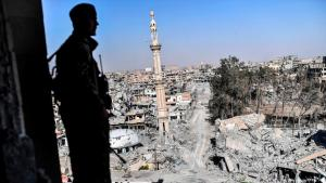 """Zerstörtes Rakka nach der Befreiung vom """"Islamischen Staat""""; Foto: Getty Images/AFP/B. Kilic"""