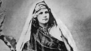 Isabelle Eberhardt um 1900 in der Sahelwüste; Quelle: Wikipedia