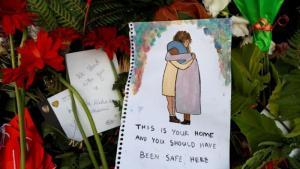 Eine Gedenkfeier für die Opfer der Moscheenangriffe, nahe einer Polizeistation vor der Al Noor-Moschee in Christchurch, Neuseeland, 17. März 2019 (Foto: Reuters/J. Silva).