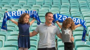 Familie in einem Stadion der aserbaidschanischen Hauptstadt Baku; Foto: UNFPA Azerbaijan