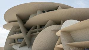Prestigebau in der Wüste: Der französische Architektenstar Jean Nouvel ist bekannt für seine prestigeträchtigen Museumsbauten. Er baute in Paris, Abu Dhabi und nun auch in Doha. Das Nationalmuseum soll die Vergangenheit des Wüstenstaats mit der Zukunft verbinden. Es hat eine halbe Milliarde US-Dollar gekostet.