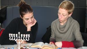 Christlich-jüdisches Team bei der Vorbereitung; Quelle: Stephanie Krauch