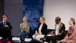Die vom ZMO organisierte Podiumsdiskussion mit Bekim Agai, Charlotte Wiedemann, Ulrike Freitag, Mamadou Diawara und Claudia Derichs (v.l.n.r.). Foto: Anika Büssemeier.