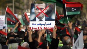 Demonstranten in Tripolis wollen weitere Interventionen Frankreichs in Libyen nicht mehr hinnehmen; Foto: AFP/Getty Images/M.Turkia