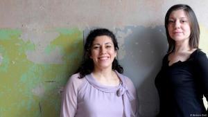 Die Berliner Binooki-Verlegerinnen Selma Wels (r.) und Inci Bürhaniye 2012; Foto: Barbara Dietl