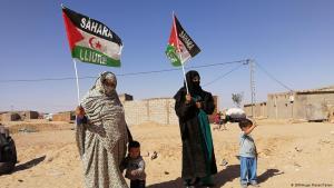 Frauen im Flüchtlingslager Tindouf am 43. Jahrestag der Demokratischen Arabischen Republik Sahara; Foto: Hugo Flotat-Talon