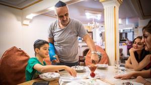 Zu Besuch bei der jüdischen Familie Musazadeh in Teheran; Foto: Jan Schneider