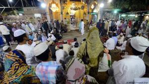 Muslimische Gläubige am Sharif Dargah Schrein in der indischen Pilgerstadt Ajmer; Foto: AFP/Getty Images