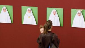 """Ausstellung """"Vergessene Aufklärungen – unbekannte Geschichten über den Islam in der zeitgenössischen Kunst"""" in der Leipziger Baumwollspinnerei; Foto: Goethe-Institut/ Walther Le Kon"""
