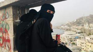 Verhüllt: DW-Korrespondentin Fanny Facsar im Jemen; Foto: DW