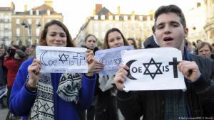 """Juden und Muslime sind keine Feinde - """"Coexist"""" ist das Symbol dafür geworden. Foto: Getty Images/AFP/J. F. Monier"""