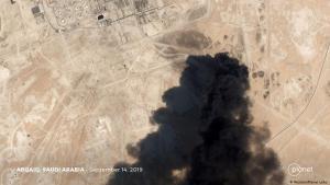 Rauchwolken über Aramco-Ölaufbereitungsanlage in Abqaiq, Saudi-Arabien; Foto: Reuters/Planet Labs