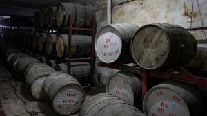 Fässer mit Whiskey im Keller der Murree-Brauerei in Rawalpindi; Foto: Philipp Breu
