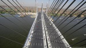 Blick auf die Rod al-Farag-Brücke in Kairo; Foto: picture-alliance/Photoshot/A. Gomaa