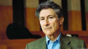 Porträtaufnahme des palästinensisch-amerikanischen Kulturkritikers Edward Said aus dem Jahr 1999; Foto: picture-alliance/akg