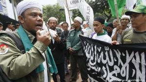 Protest radikaler Islamisten in Jakarta; Foto: picture-alliance/dpa/EPA