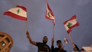Demonstranten protestieren gegen die Regierung Hariri in Beirut; Foto: picture-alliance/dpa