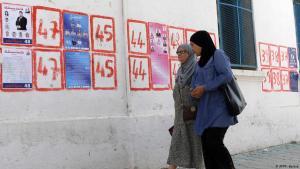 Kandidatenlisten zur Parlamentswahl in Tunesien am 6. Oktober 2019; Foto: AFP/F.Belaid