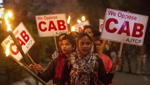 Muslime als Bürger zweiter Klasse? Das indische Oberhaus hatte Anfang Dezember ein Gesetz verabschiedet, das hunderttausenden Einwanderern die Staatsbürgerschaft ermöglicht - nur Muslime sind ausgeschlossen. Kritiker werfen der hinduistisch-nationalistischen Partei BJP von Premierminister Narendra Modi vor, die 200 Millionen Muslime im Land zu diskriminieren.