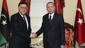 Fajis al-Sarradsch, libyscher Ministerpräsident der von den UN anerkannten Regierung, zu Besuch beim türkischen Präsidenten Recep Tayyip Erdoğan in Istanbul am 15. Dezember 2019; Foto: picture-alliance/AP