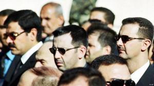 Syriens Präsident Baschar al-Assad (r.) gemeinsam mit seinem Bruder Maher (m.); Foto: AP