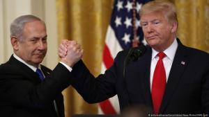 US-Präsident Donald Trump zusammen mit Israels Premier Benjamin Netanjahu am 28.01.2020 im Weißen Haus; Foto: picture-alliance/CNP/J. Lott