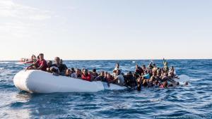 Afrikanische Flüchtlinge vor der libyschen Küste am 27.01.2018; Foto: picture-alliance/dpa