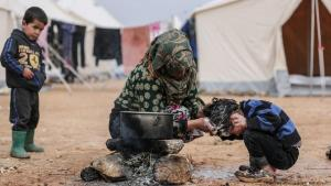 """""""Kaum Zugang zu sauberem Wasser"""": Die Menschen in Idlib können sich kaum vor dem Coronavirus schützen; Foto: picture-alliance/dpa/A. Alkharboutli"""
