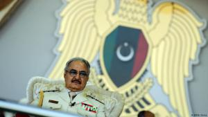 Der libysche General Khalifa Haftar; Foto: AFP/A. Doma