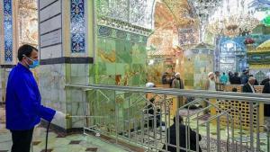 Desinfektion einer Moschee in Qom, Iran; Foto: Tasnim
